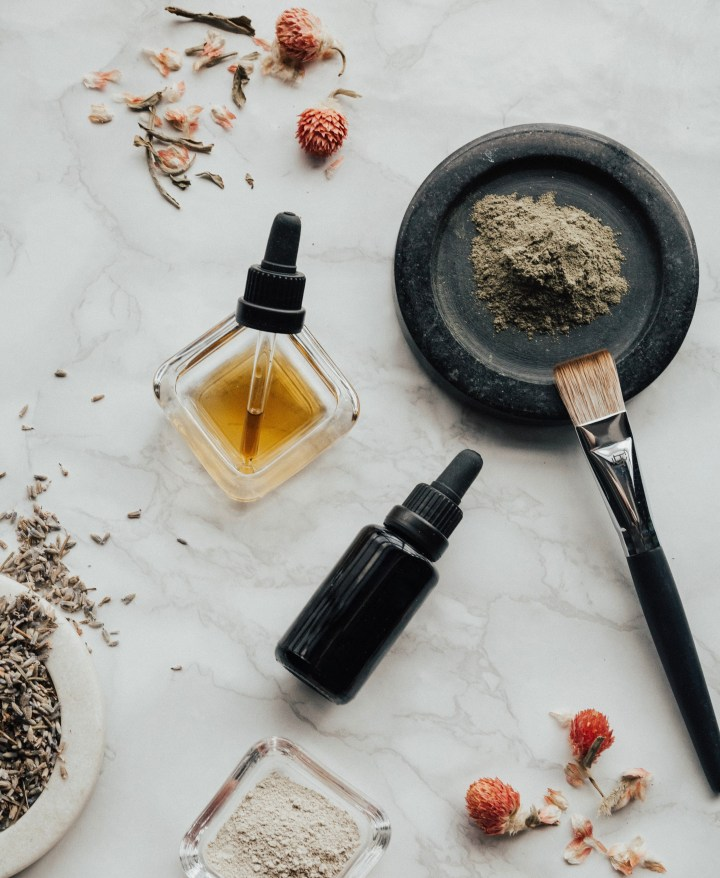 5 Amazing Natural/DIY Cleansing Oils to Try RightNow